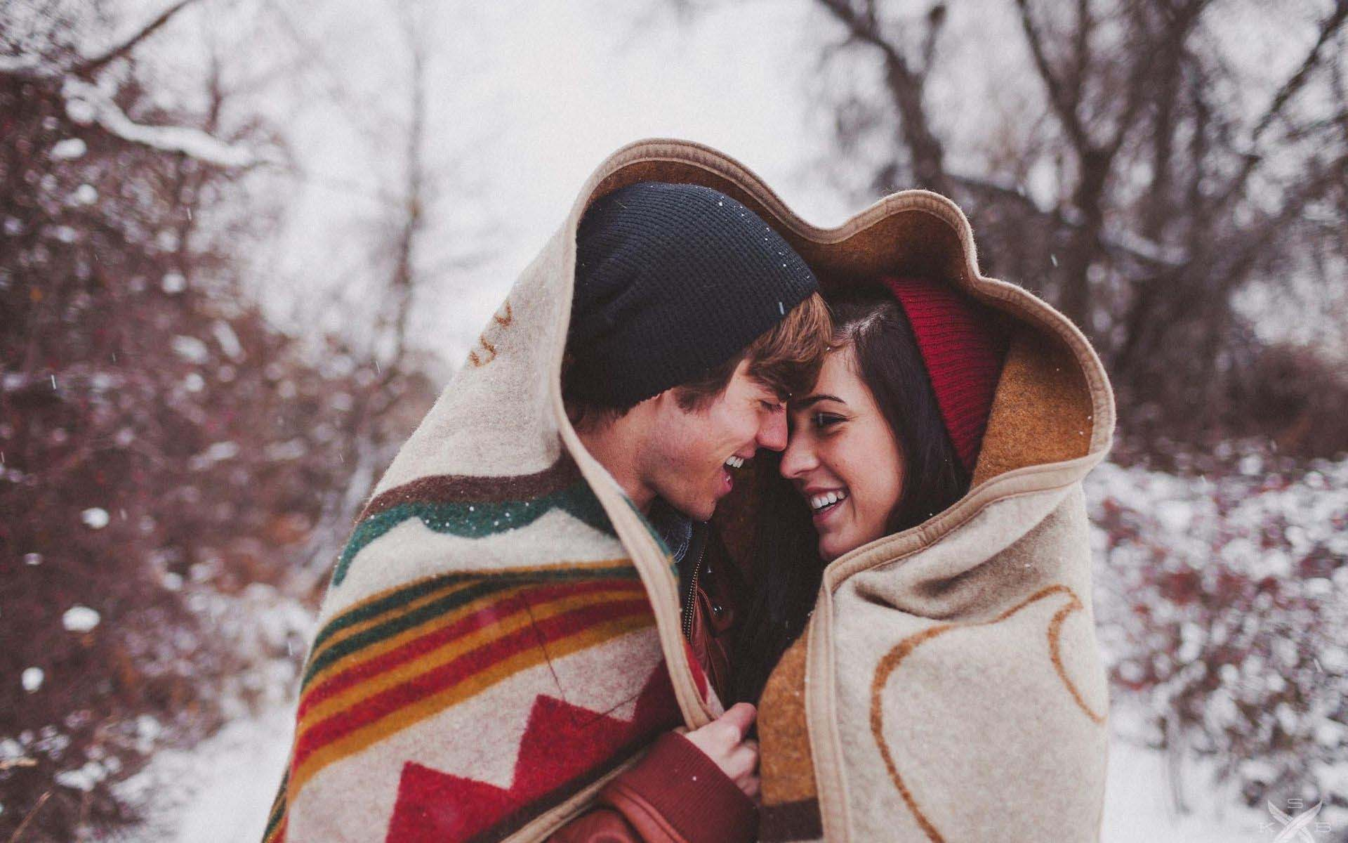 Romentic-Couple-Romance-In-Winter-Forest-Widescreen-HD-Wallpapers